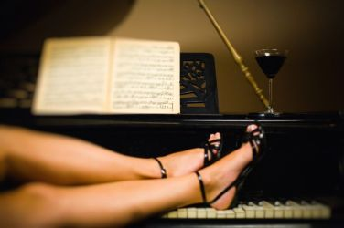 Legs-on-piano-178529595_2500x1666