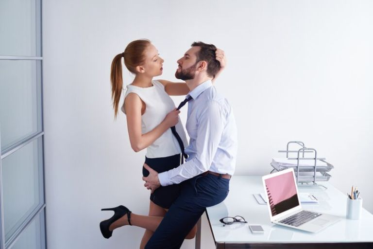 couple_office_atwork_tie_iStock-479509020_preview